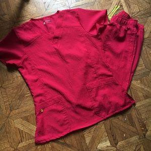 Wonder Wink red scrub set